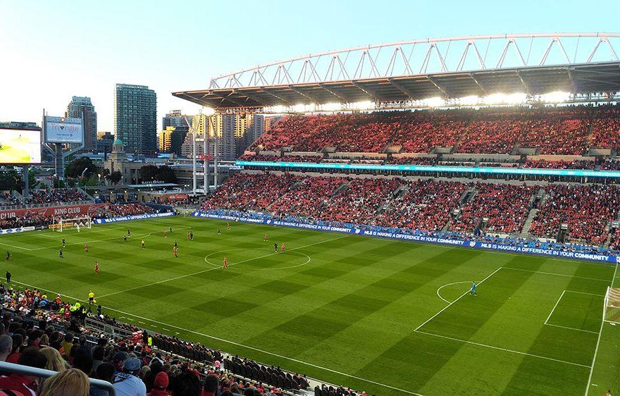 Футбольный стадион.